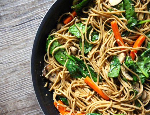 Wok-de-noodles-y-langostinos-nutricionista-valencia-nutt-elisa-escorihuela