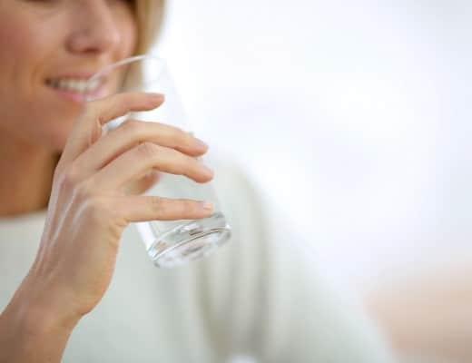 beber-agua-en-las-comidas-no-engorda-nutricionista-valencia-nutt-elisa-escorihuela
