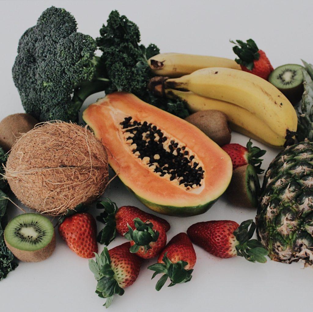 raw food kale papaya ensalada nutt elisa escorihuela nutricion diet healthy nutricionistas valencia fruta