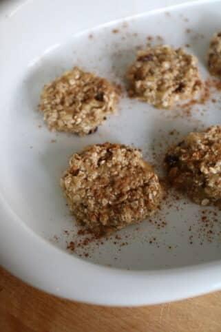hacer bolas de galletas de avena y plátano