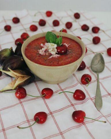 Gazpacho de cerezas saludable