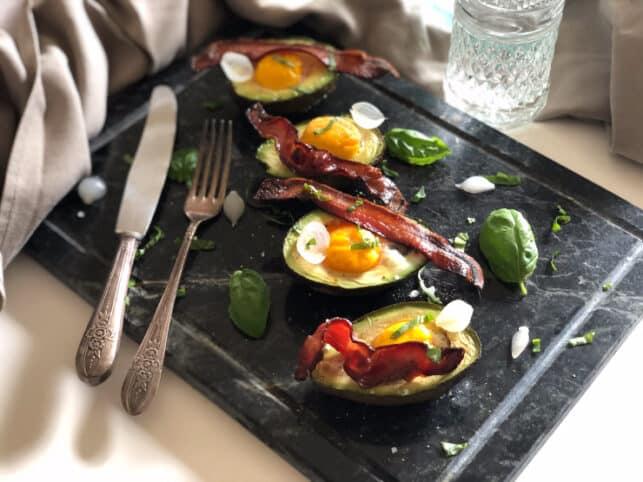 Aguacate con huevo receta nutricionista