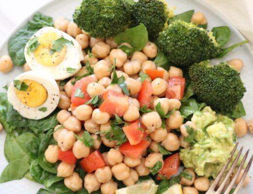 Ensalada de garbanzos y huevo nutricionista Valencia Nutt