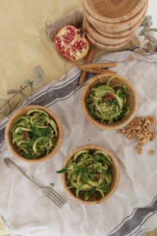 Ingredientes tallarines de calabacín con salsa pesto