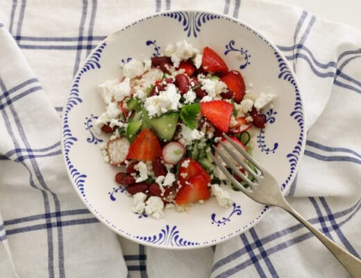 ensalada de alubias y fresas