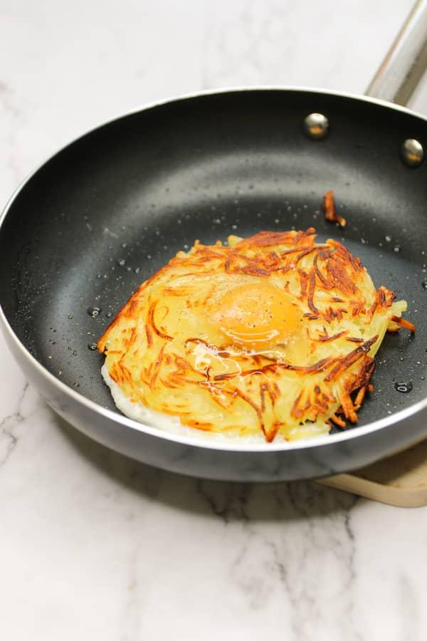 Nido de patata con huevo